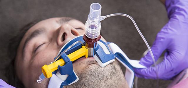 Инвазивная вентиляция лёгких при помощи эндотрахеальной трубки