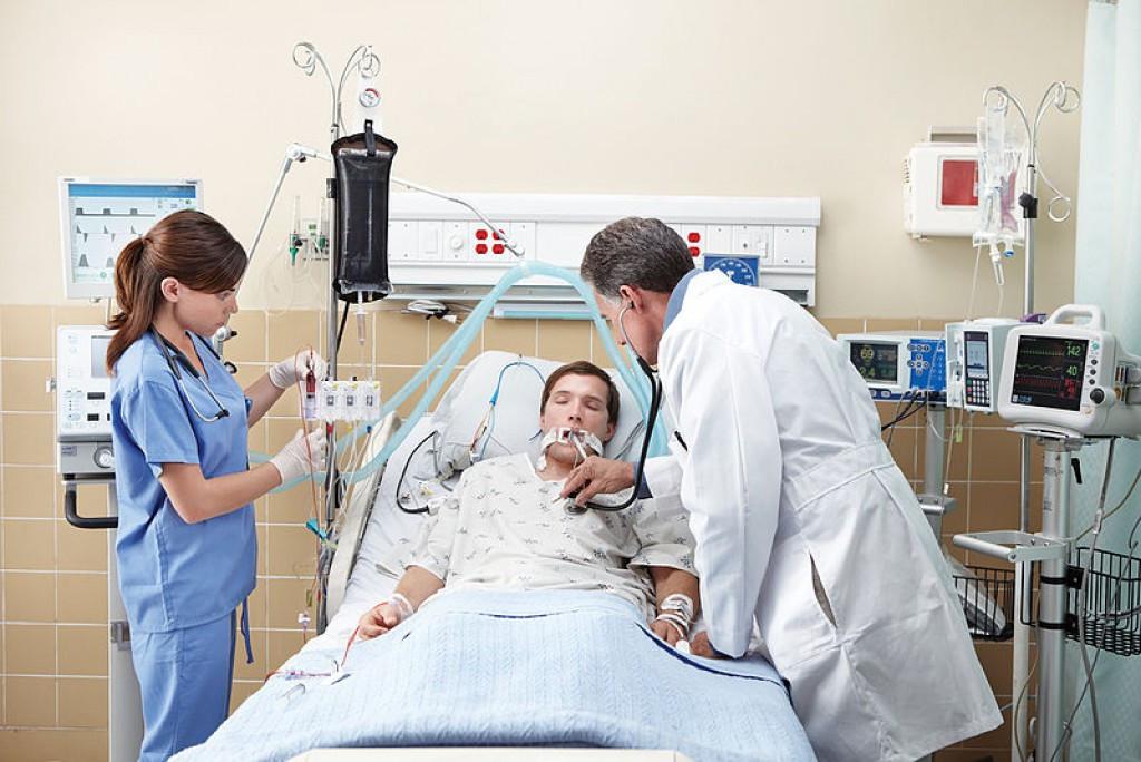 Пациент на инвазивной ИВЛ в искусственной коме